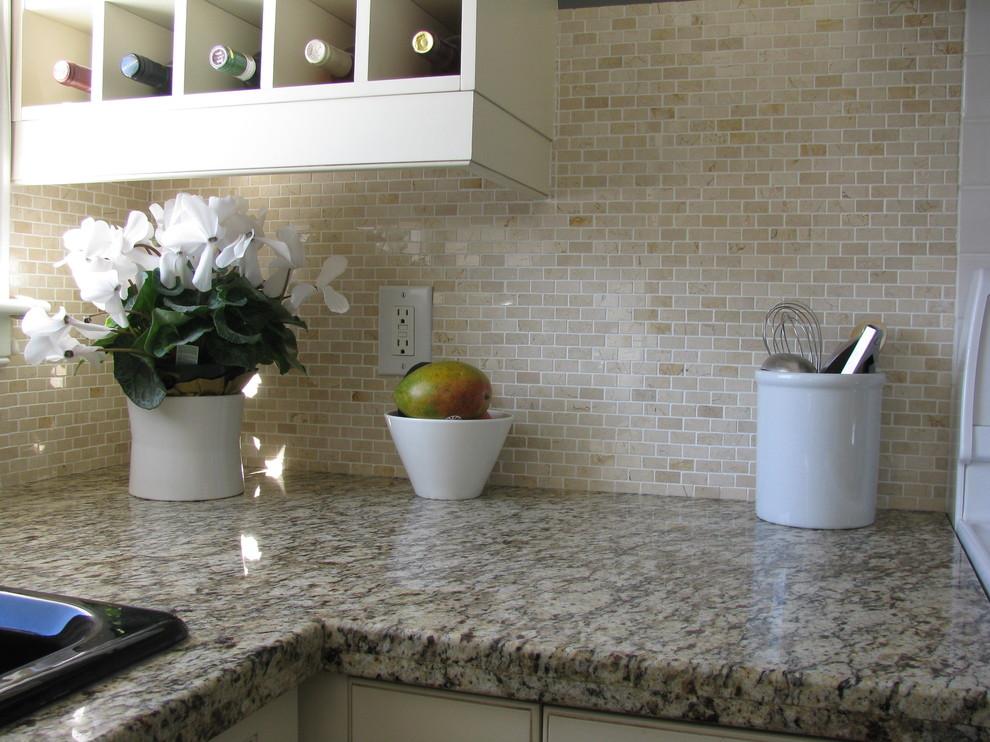 Гранитная столешница в интерьере кухни от HARDROCK CONSTRUCTION