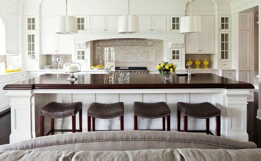 Высокие стулья на кухне