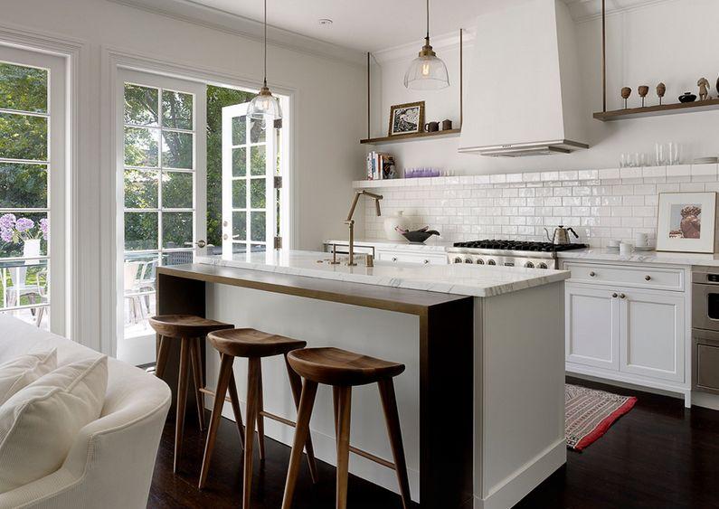 Дизайнерские стулья на кухне