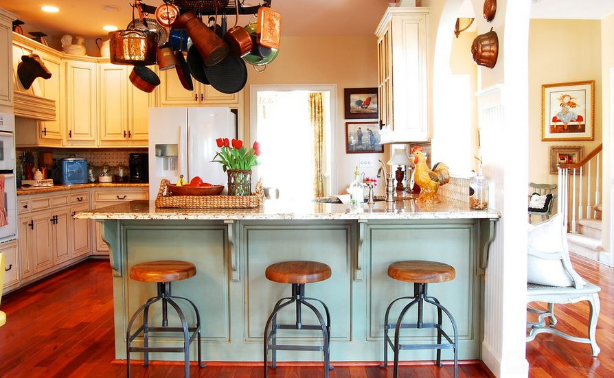Круглые стулья на кухне