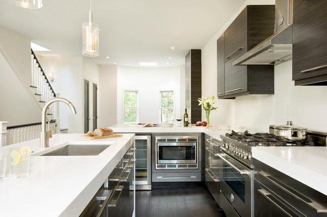 Как купить кухонный гарнитур и сэкономить. Белый интерьер со стальными элементами