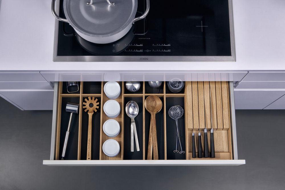 Хранения кухонного инвентаря в выдвижной полке