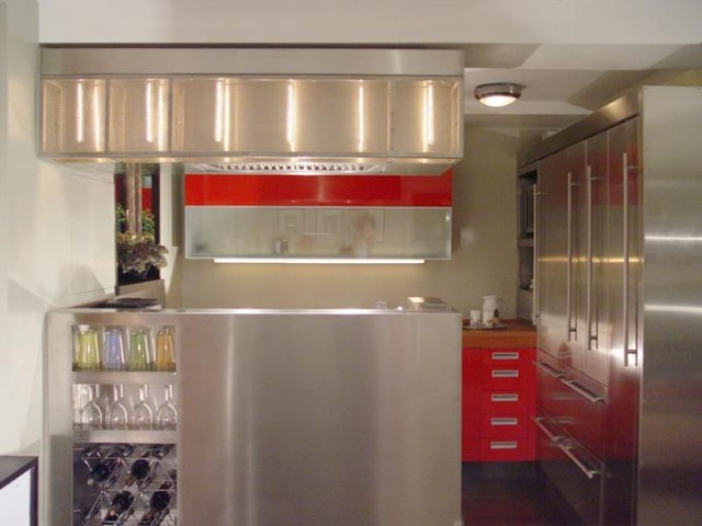 Яркий дизайн интерьера кухни от Architecture in Formation, P.C.