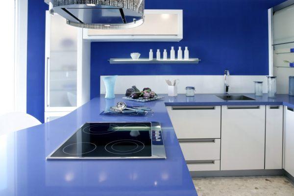 Стильный вариант дизайн интерьера кухни в голубых тонах
