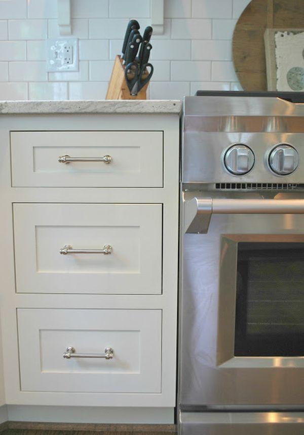 Встроенная кухонная печь в интерьере кухни
