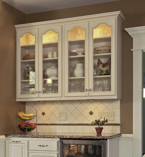 Кухонные навесные ящики с прозрачным фасадом