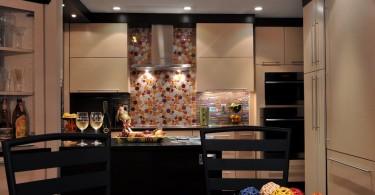 Изысканный дизайн интерьера кухни в чёрной гамме