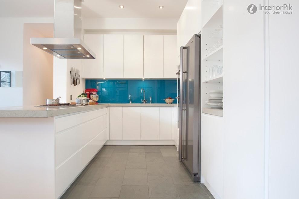 Стеклянный кухонный фартук в синей гамме