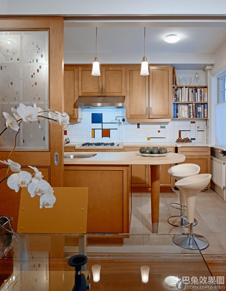 Цветные прямоугольники на белом фоне в оформлении кухонного фартука