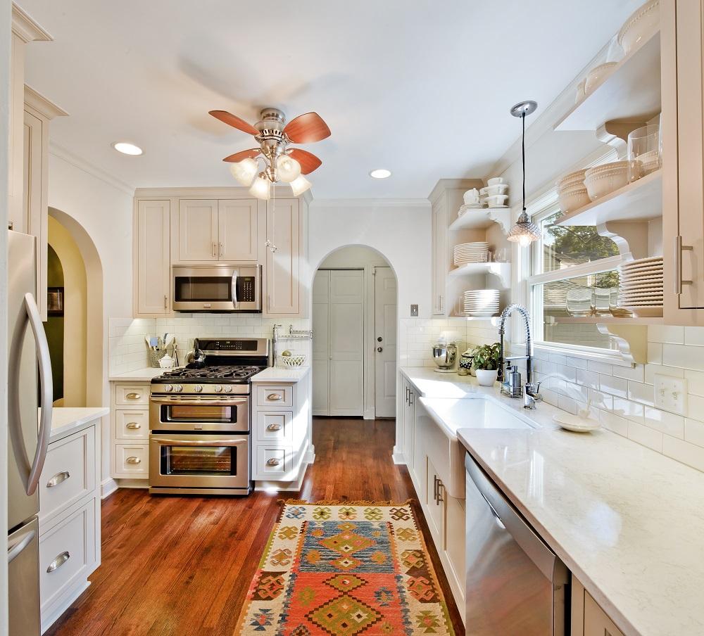 Дизайн кухни с ковром