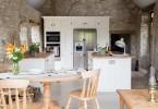 Уникальный дизайн кухни в средневековом сарае от Sustainable Kitchens