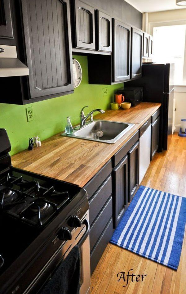 Деревянная столешница черной кухни