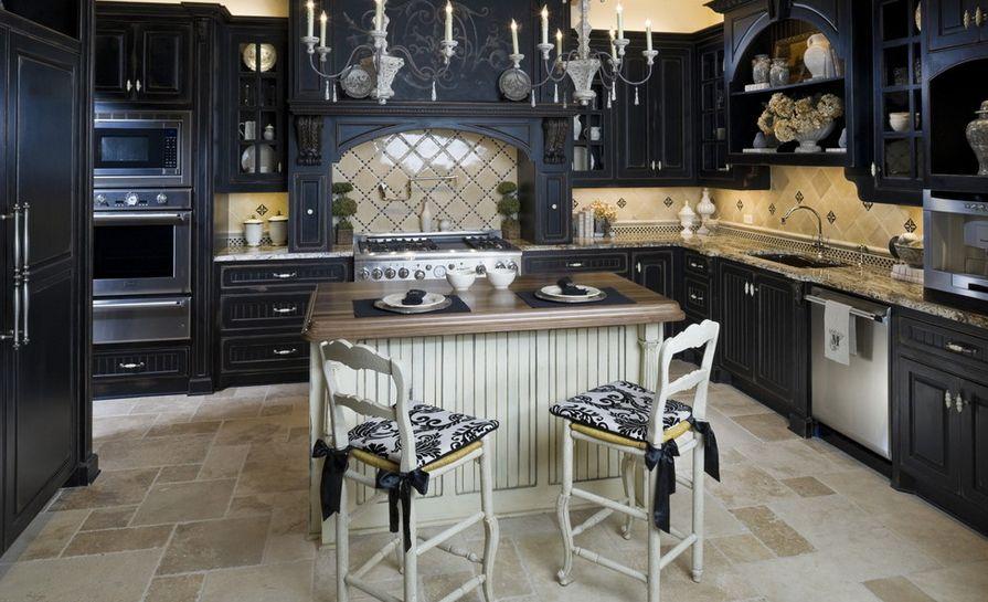 Черная кухонная мебель в интерьере
