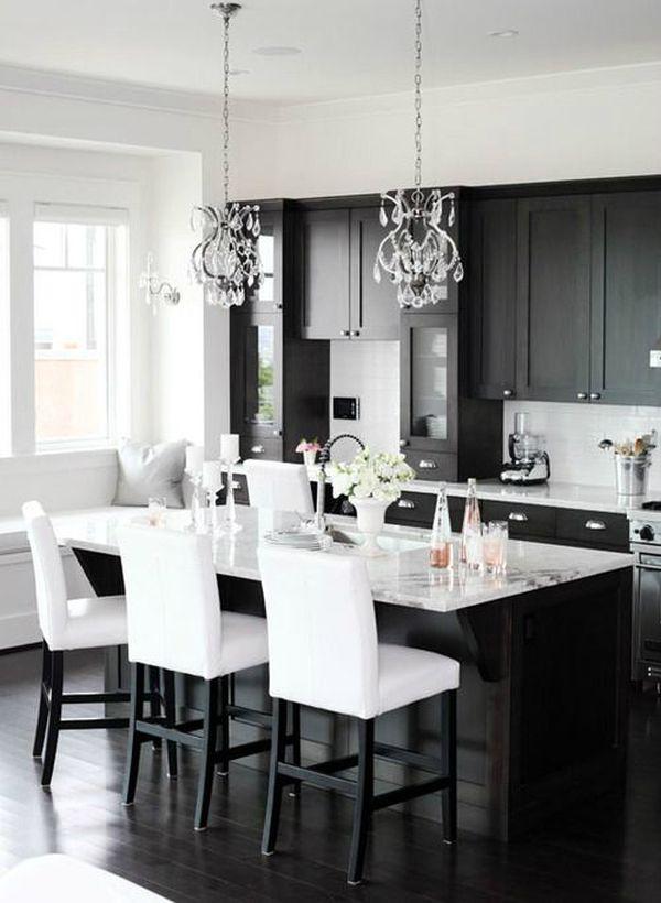 Сочетания черного с белым на кухне