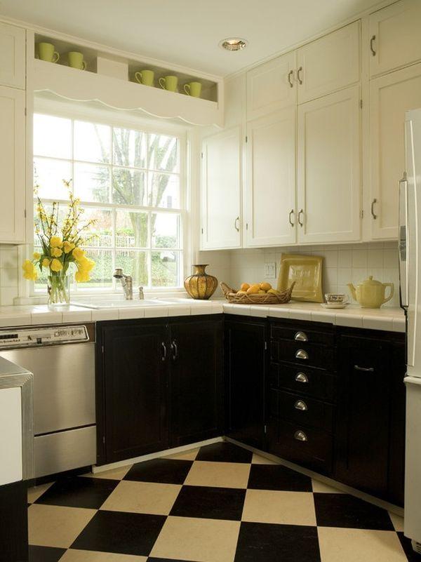 Черные нижние секции кухонной мебели