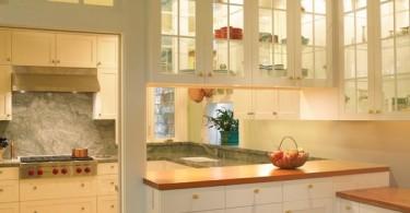Несколько впечатляющих примеров использования стекла в кухонных интерьерах