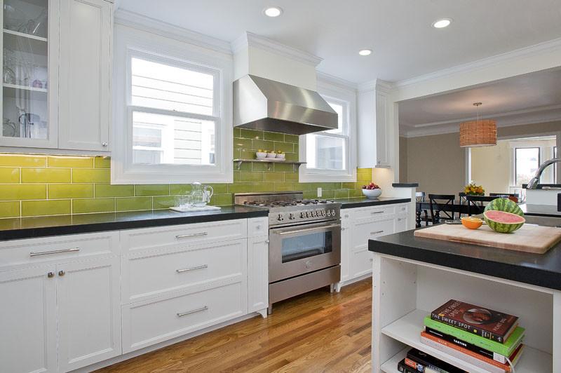 Кухонные фартуки из зеленой плитки: стильный вариант от Walker Zanger