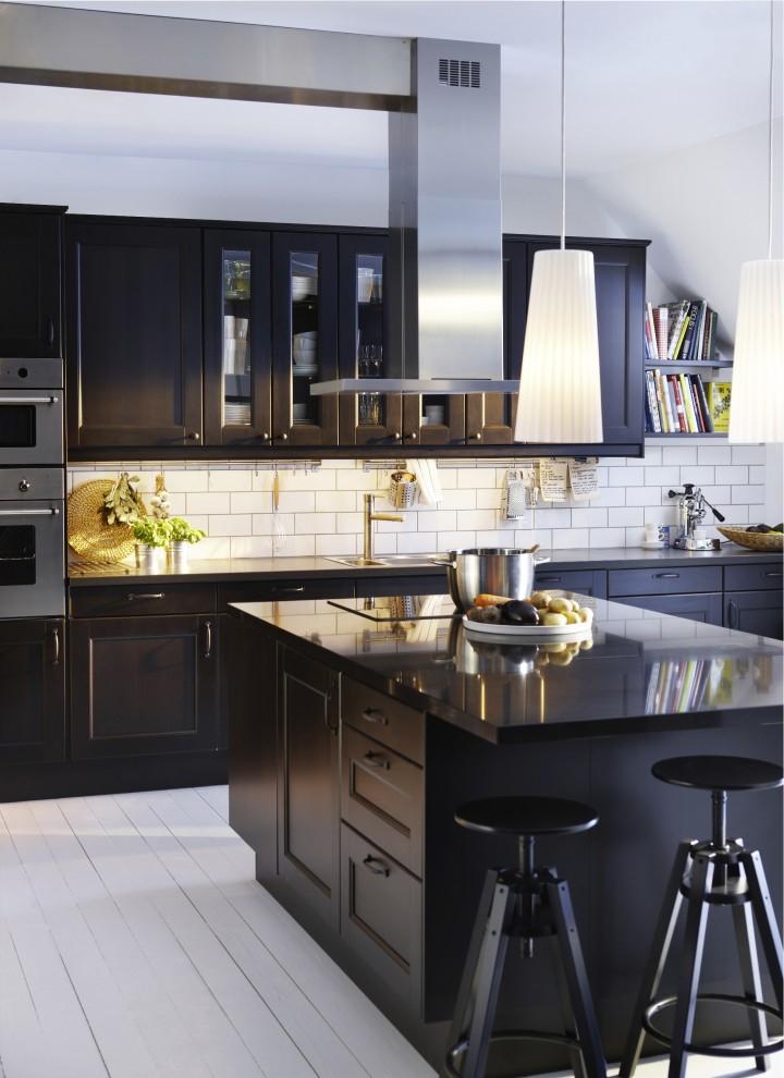 Стильный дизайн интерьера кухни в чёрно-белой гамме от IKEA