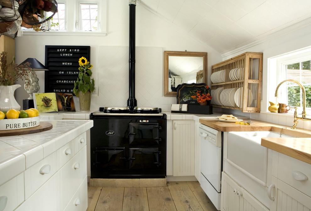 Стильный дизайн интерьера кухни в чёрно-белой гамме от Philip Clayton-Thompson