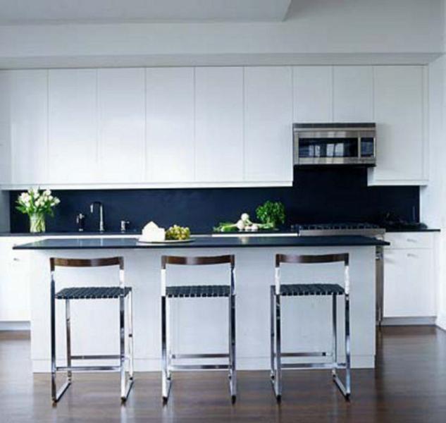 Стильный дизайн интерьера кухни в чёрно-белой гамме от Glenn Gissler Design