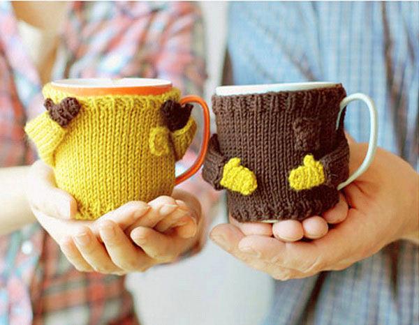 Желтый и коричневый чехол для чашки