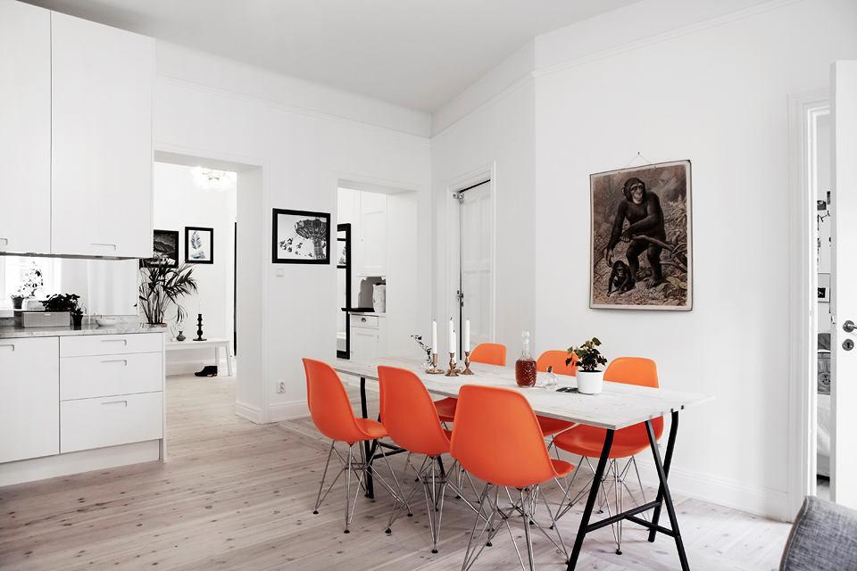 Дизайнерские стулья в столовой