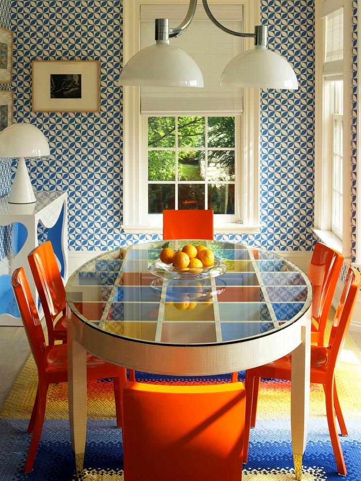 Лакированные стулья оранжевого цвета