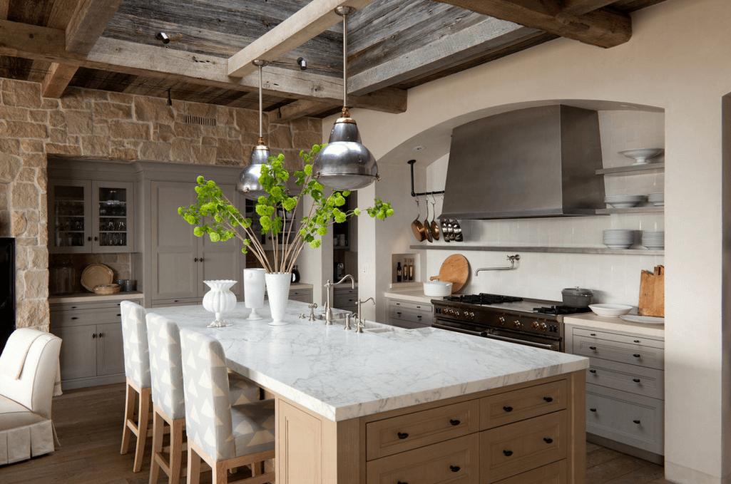 Каменные стены в белой кухне