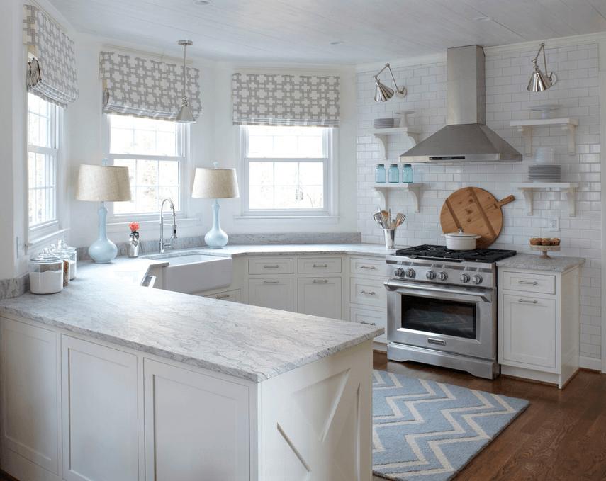 Полукруглые стены в белой кухне