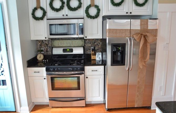 Ленточка на холодильнике