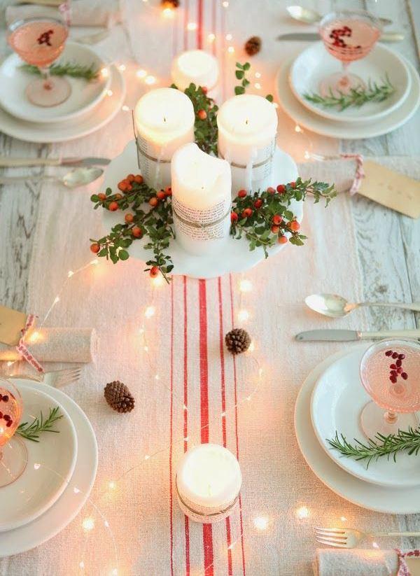 Свечи и калина на новогоднем столе