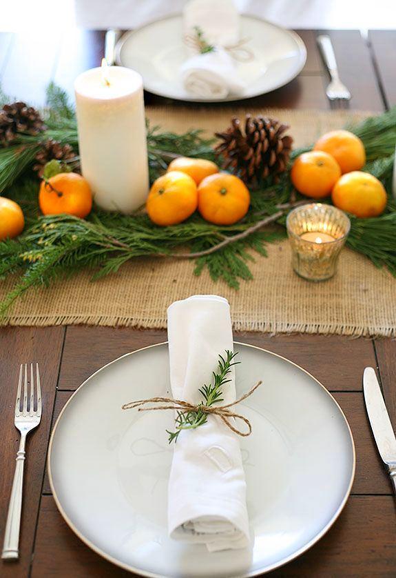 Салфетка с елью на столе