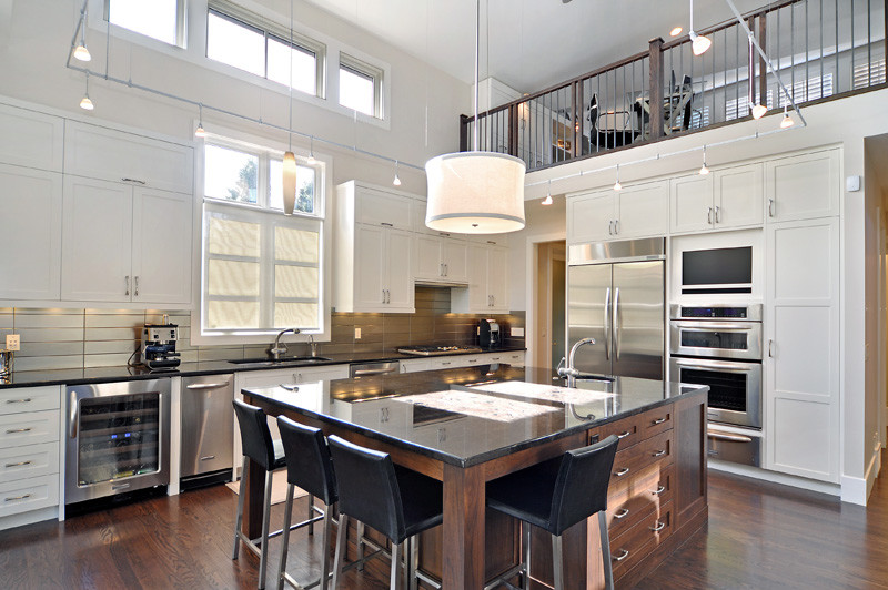 Стильный дизайн функциональной кухни от Bruce Johnson & Associates Interior Design