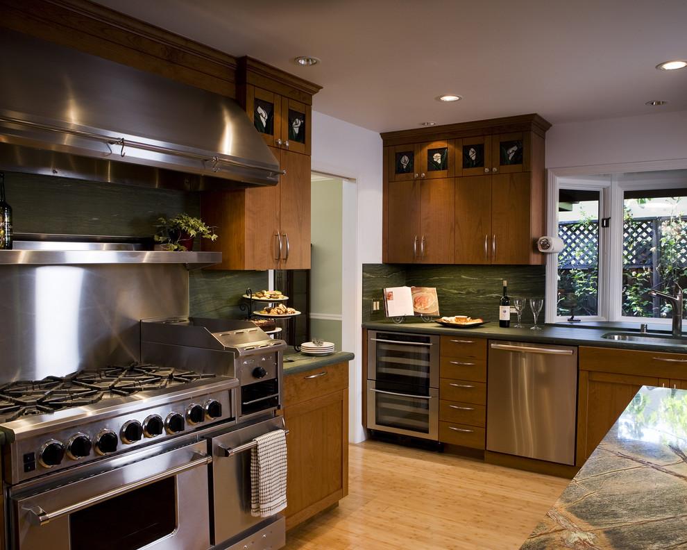 Стильный дизайн кухни Salamander от Harrell Remodeling
