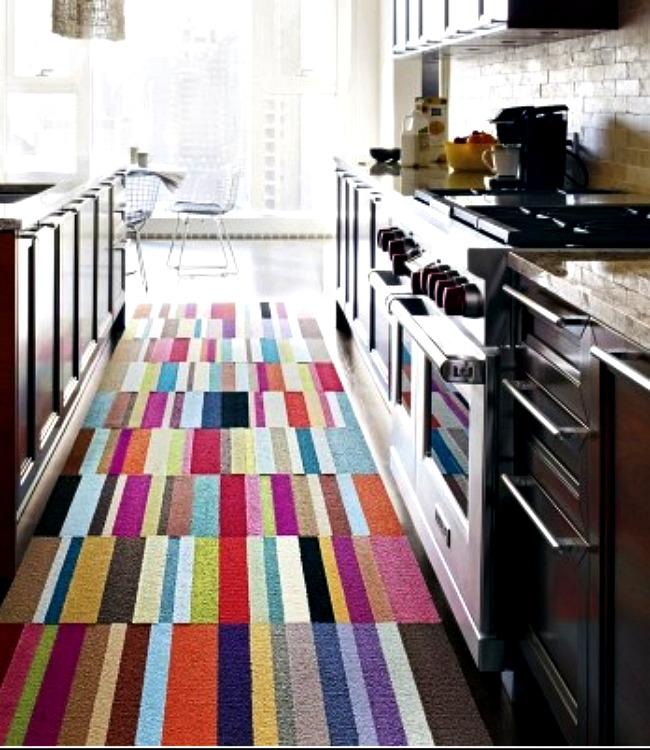 Классический ковер на кухне