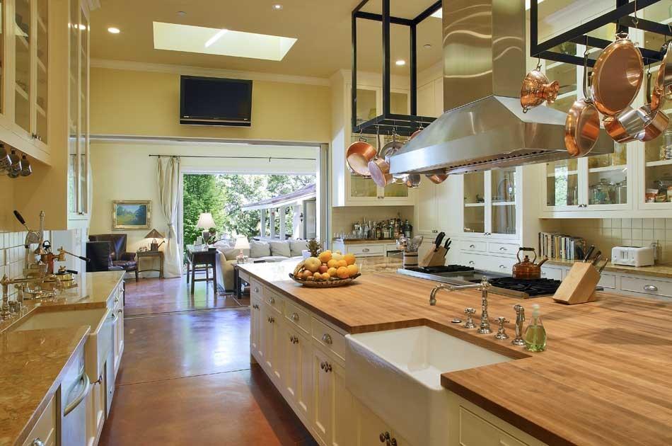 10 Outstanding Examples of Granite Kitchen Countertops