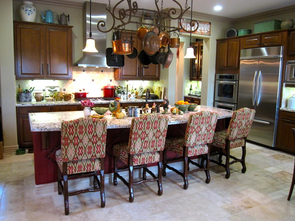 Яркий дизайн острова в интерьере кухни от Kari McIntosh Design