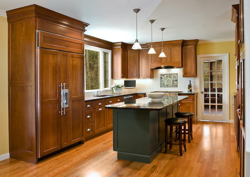 Яркий дизайн острова в интерьере кухни от Mitchell Construction Group