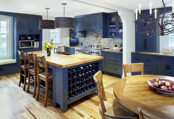 Яркий дизайн острова в интерьере кухни от Jonathan Cutler, AIA