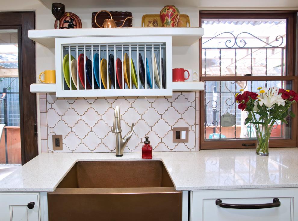 Стильный дизайн раковины из меди в интерьере кухни от UB Kitchens