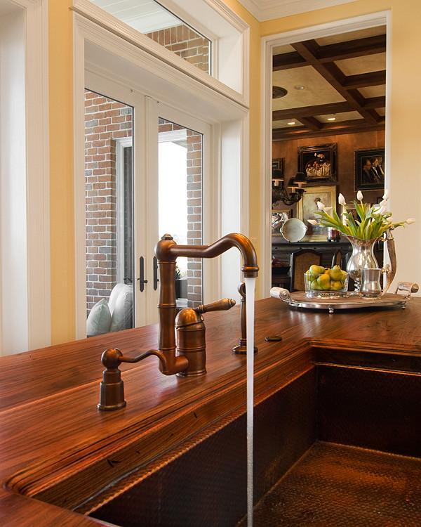 Стильный дизайн раковины из меди в интерьере кухни от In Detail Interiors