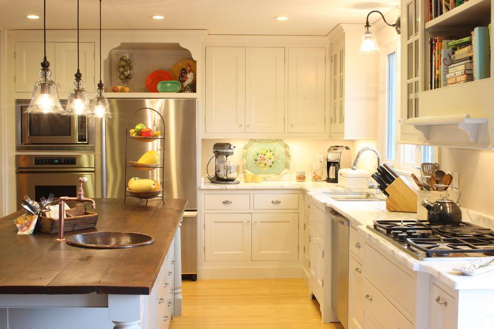 Стильный дизайн раковины из меди в интерьере кухни от Epiphany Design Studio
