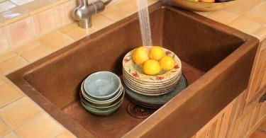 Стильный дизайн раковины из меди в интерьере кухни от Bellacor