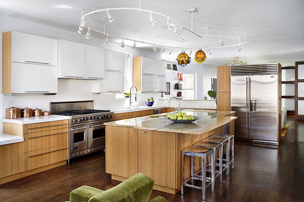 Стильный дизайн интерьера островной кухни из натурального дерева