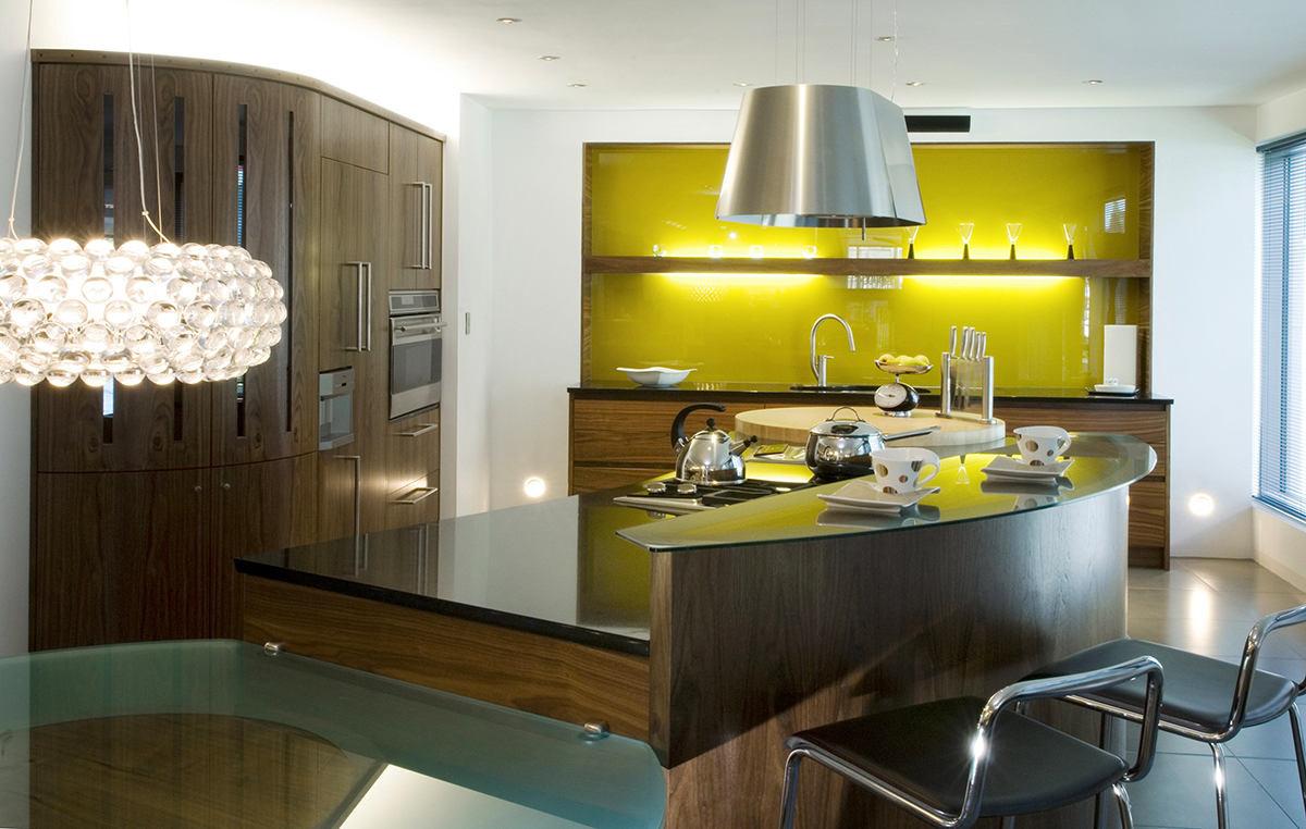 Кухонный фартук из закаленного стекла жёлтого цвета