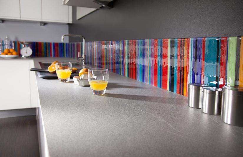 Разноцветный фартук из стекла
