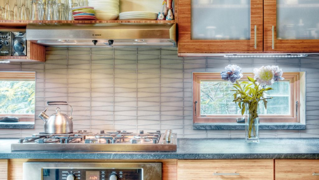 Узорчатая поверхность на кухне из мыльного камня