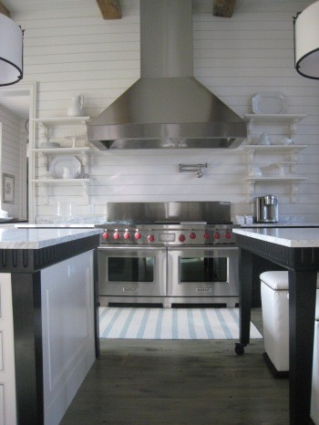 Черно-белый кухонный остров
