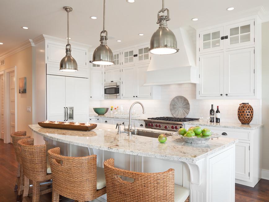 Подвесные лампы из металла на кухне