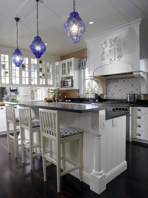 Синие лампы на кухне